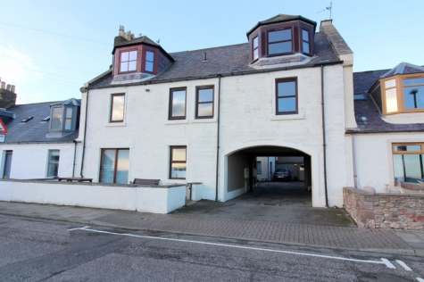 Ground Floor Flat with Sea Views